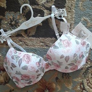 Jessica Simpson gorgeous bra